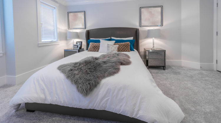 Don't Waste Your Money Anymore: How To Clean A Down Comforter At Home!