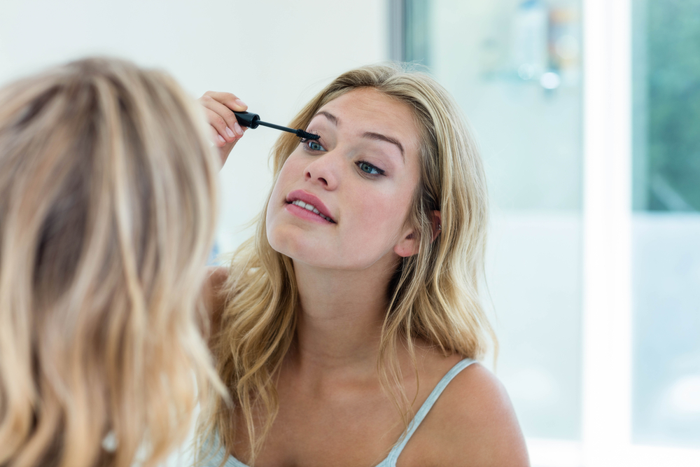 Using the Best Lighted Makeup Mirror
